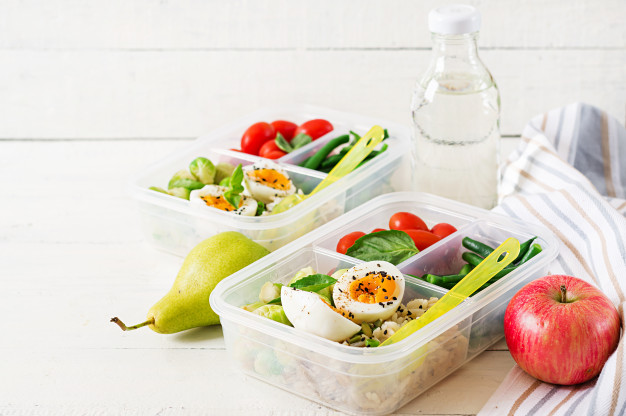 Traveling Light: Cutting the Calories While On the Go